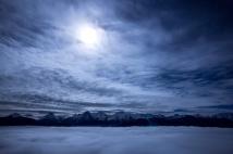 Mondschein über dem Nebelmeer
